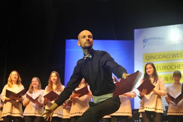 7月27日,2017青岛西海岸音乐季 欧盟青年音乐节正式开幕,来自13个国家的20个乐团近500名音乐人齐聚青岛西海岸新区,将在为期8天的时间里,进行20余场次精彩演出。据悉,这是全球最大青年交响乐交流平台欧盟青年音乐节联盟在亚洲范围内的首次大型音乐演出。 文化部副部长董伟宣布2017青岛西海岸音乐季 欧盟青年音乐节开幕。 据悉,此次青岛西海岸音乐季主题是古典到未来,分为五大版块:一是古典到未来,由开幕式、欢乐公益日专场演出、青岛大剧院专场演出、青啤博物馆专场演出和闭幕式组成;二是律动西